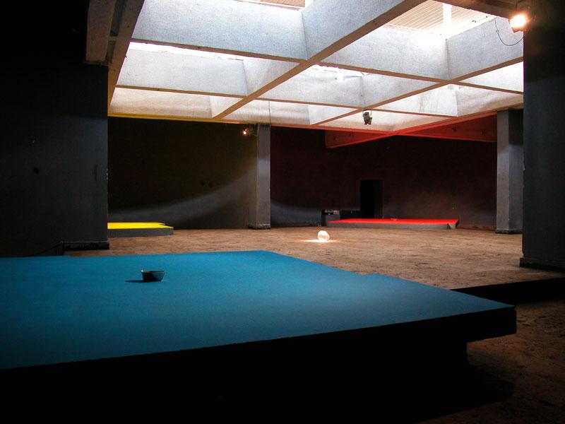 à l'intérieur de la zone : 2004, Centre Culturel Hay Art, Erevan, 19.05.-29.08. (solo)