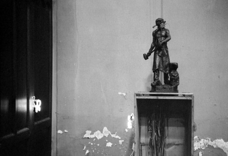 sarkis-1982-a-pierre-et-marie-une-exposition-en-travaux