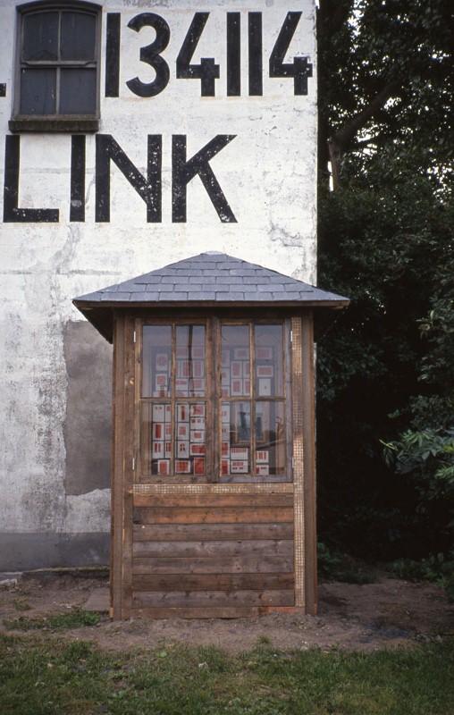 Sarkis_1993-_Les-fentres-rouges_-Dordrecht63D1